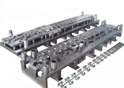 InkedProgressive-Tool-Stamping-Mould-for-The-Toyota-Auto-Part-Tooling_LI